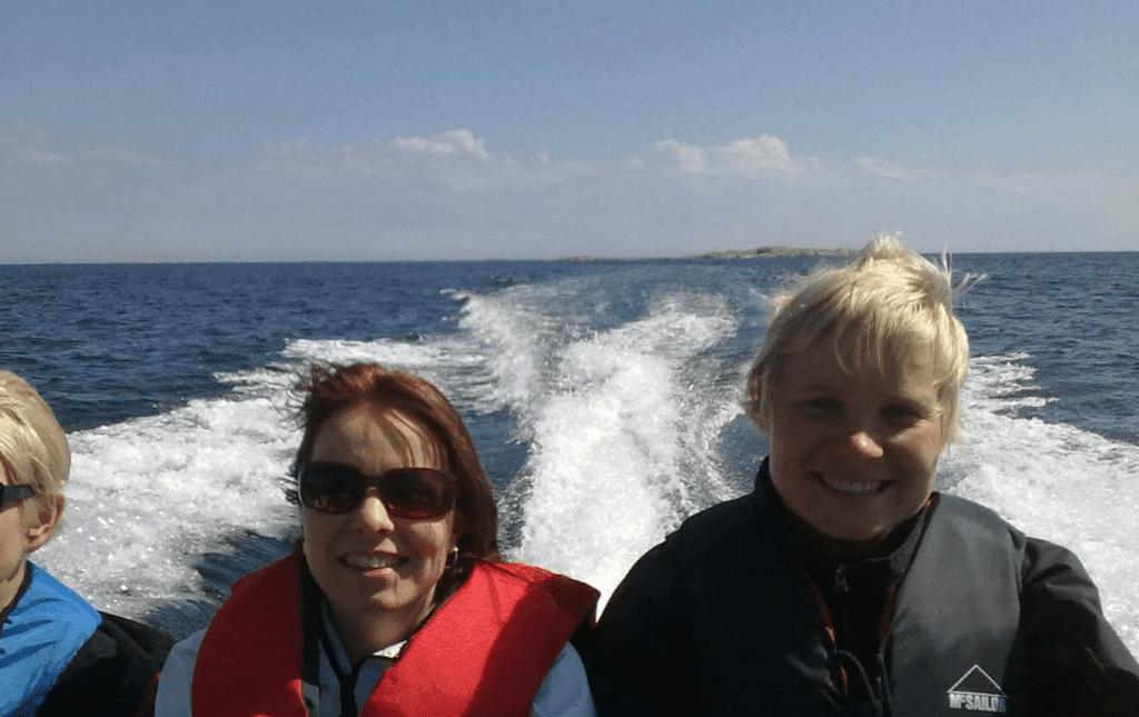 Bos:n henkilökunta veneilemässä